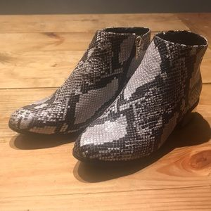 Bamboo snakeskin patterned booties